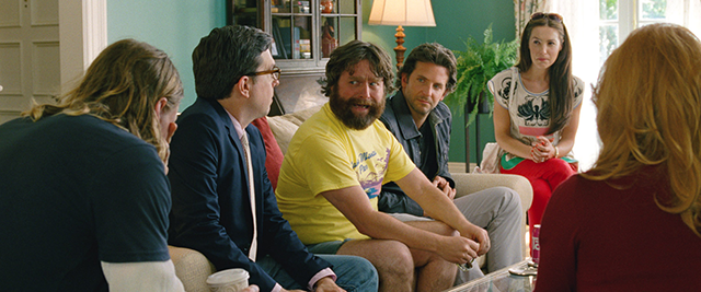 ED HELMS (Stu), ZACH GALIFIANAKIS (Alan), BRADLEY COOPER (Phil) et SASHA BARRESE (Tracy)